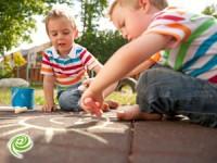 איך לעודד ילדים לחלוק