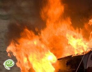 שריפה בנמל טרקטור נשרף