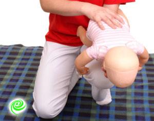 ניצלו חיי תינוק שנחנק מאכילת מלפפון
