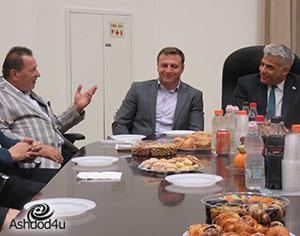 יאיר לפיד ביקר במרכז יהדות גאורגיה