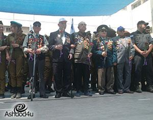 """לראשונה, הווטרנים עמדו על הבמה לצד החיילים בוגרי ביה""""ס"""