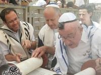 רפאל דויד, ניצול שואה בן 86 מאשדוד חגג בר מצווה