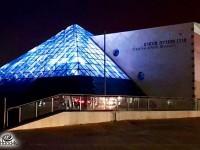 חג של אור בפירמידה של מונארט – כל יום צבע מתחלף