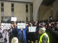 לא מפחדים מגשם – כ-1,000 איש בהפגנת השבת