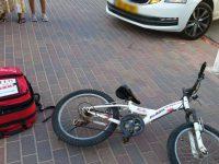 רוכב אופניים כבן 7 לערך נפגע במצב קל