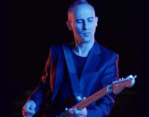 אסף אמדורסקי בהופעה