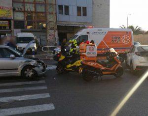 2 נפגעים בזירת תאונה בין 2 רכבים פרטיים