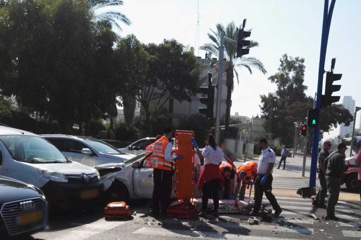 4 רכבים מעורבים בתאונה בשדרת הרצל