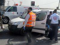 פצוע בתאונה בין משאית לרכב פרטי בצומת הנמל
