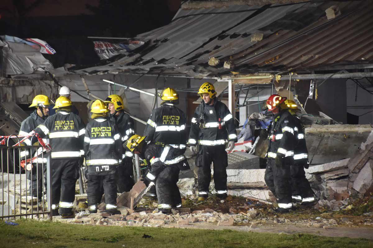 מבנה קרס חלקית באשדוד – אותרו שני פצועים