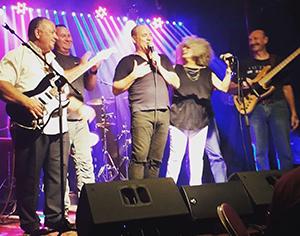 להקת 'דור הבלוז' עם דני שושן, רוי יאנג ואורחים