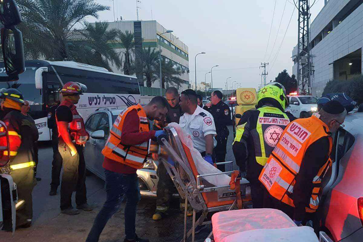 נפגע אחד בזירת תאונה בין שני רכבים פרטיים