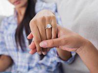 כל תרחישי האימה עם טבעת האירוסין והצעת הנישואין