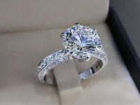 האם ניתן להעניק יהלומים במתנה לפני הצעת הנישואין?
