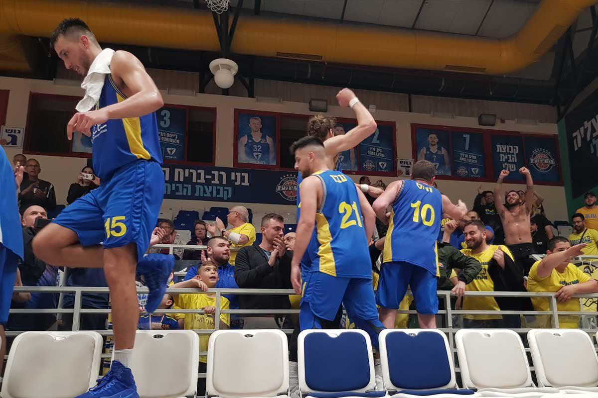 שלוש לשלוש משלוש: מכבי אשדוד חזרה מהרצליה עם סוויפ עונתי