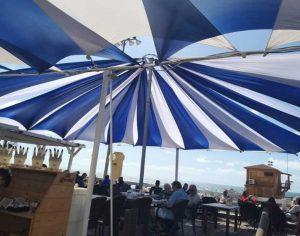 מסעדת ארמיס צובעת את הטרסה בכחול לבן