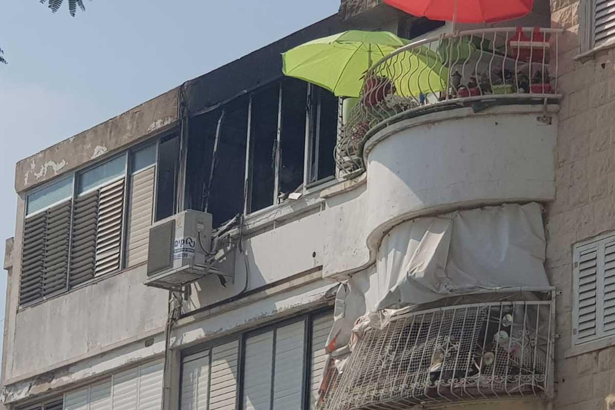תמונות מתוך הבית: שריפה בדירה פרטית ברחוב הדקל