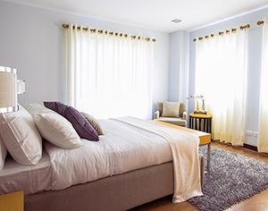 איך לבחור וילונות פנים לחדרי הבית השונים?