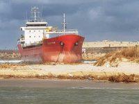 הכנות לפינוי ספינת המלט שהפכה לאטרקציה