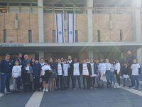 """נבחרות מנהיגות צעירה מש""""י אשדוד מסיירות בכנסת ישראל"""