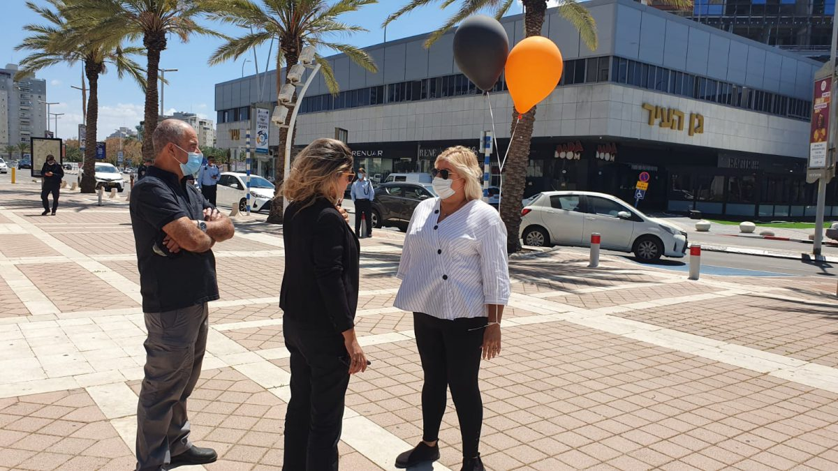 העסקים המקומיים במחאה מול העירייה