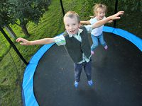 טרמפולינה מלבנית כיף וקופצני לילדים