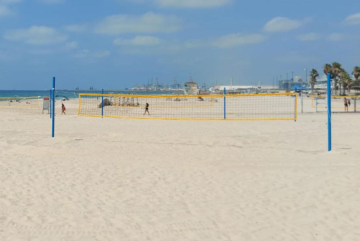 8 מגרשי כדורשת מתכווננים הותקנו בחוף הספורט